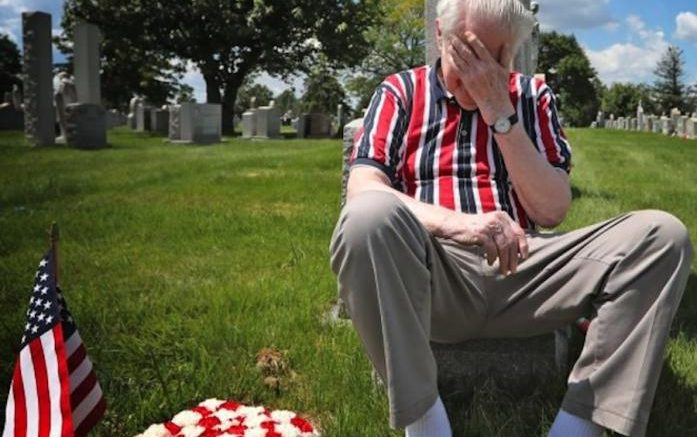 Korean War Vet Pays His Repects To A Fallen Comrade